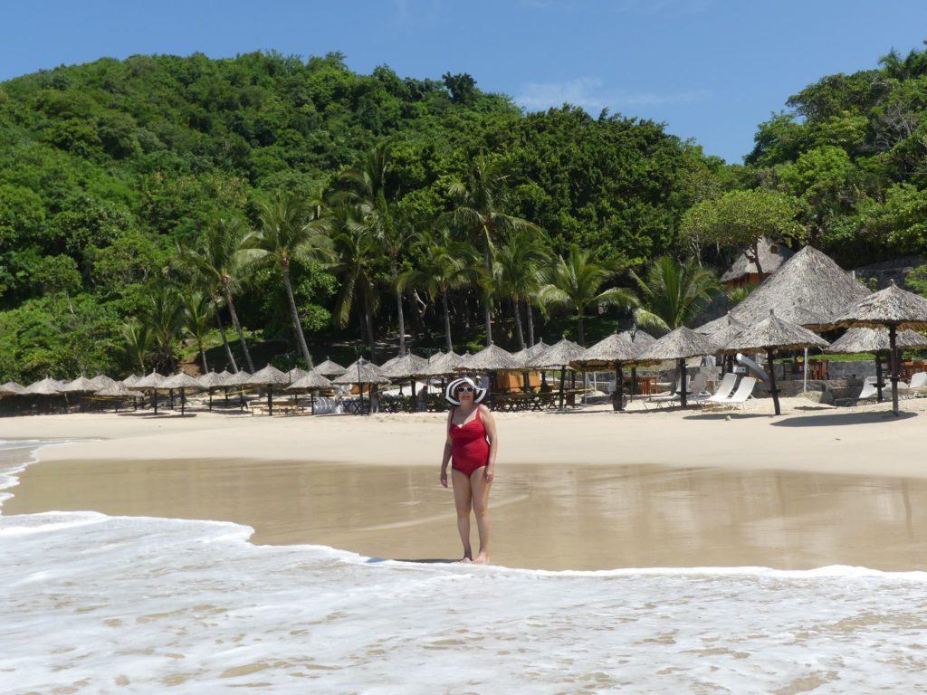 beach-at-las-brisas-ixtapa