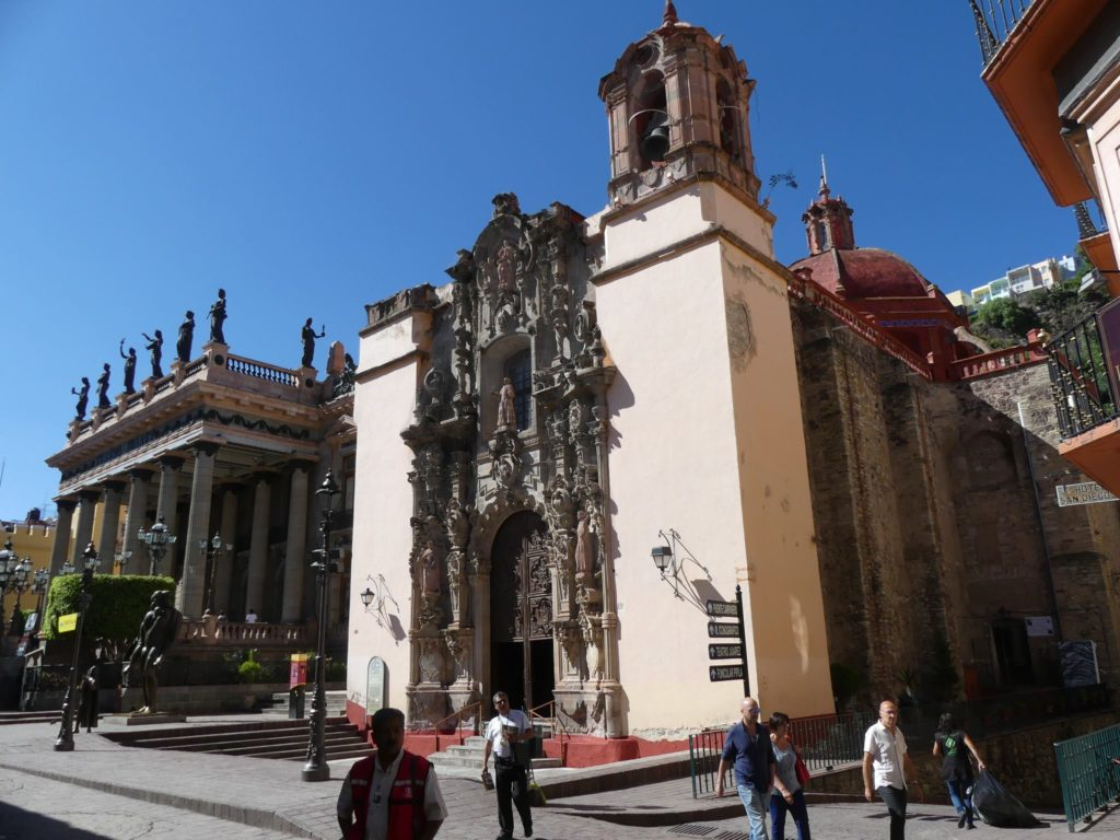 guanajuato-scenes_-cathedral-and-teatro-juarez-in-the-central-square