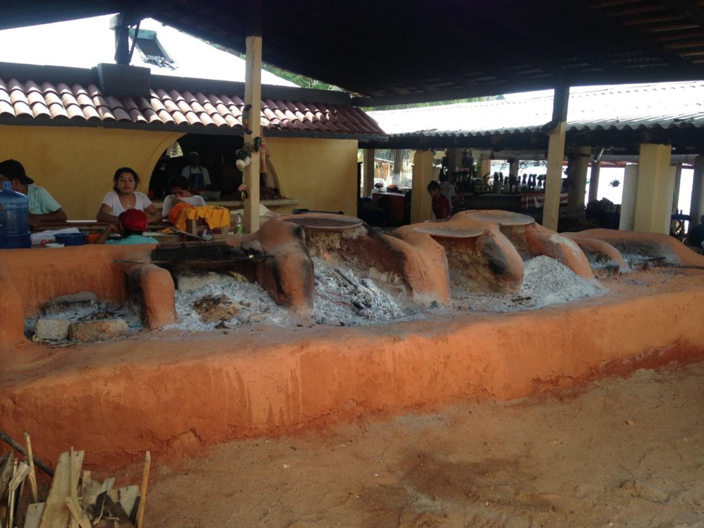 outdoor-kitchen-at-ixtapa-restaurant-bar