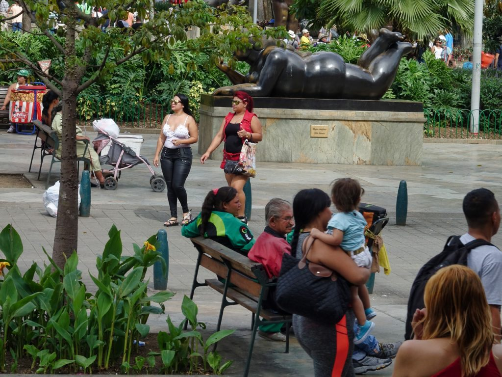 Street scene near Plaza Botero, more sculptures